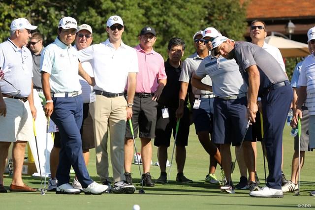 ツアー選手権の開幕前日はプロによるゴルフクリニック。松山英樹はレイシュマンとパターをレッスンした