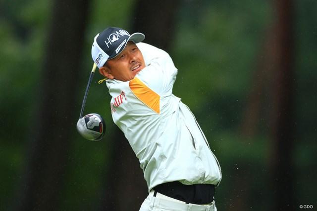単独首位で決勝ラウンドへ折り返した岩田寛
