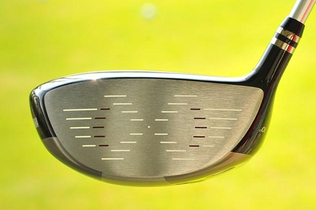 新製品レポート「ヤマハ インプレスX D201 ドライバー」NO.3 スコアラインの形は「X」を表現している。打感は上級者が好む吸いつきがよい