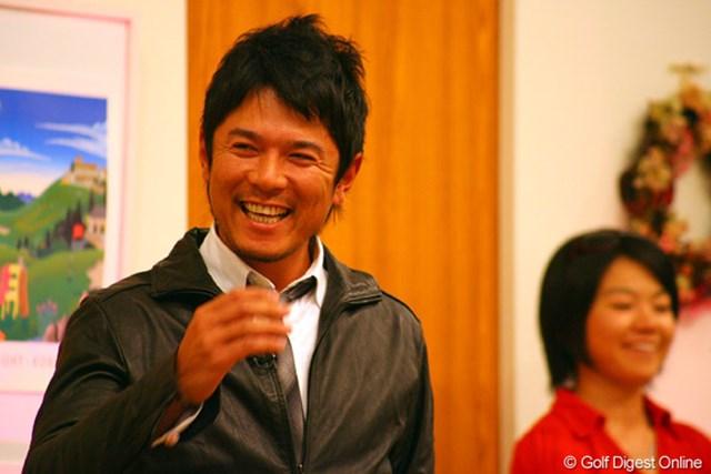ゴルフネットワーク ピンクリボン チャリティトーク2009 矢野東 チャリティオークションで10万円を越えるコールが上がり思わず吹き出す矢野東