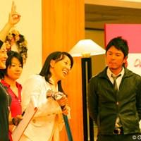 愛用のクラブを出品した東尾理子は「このクラブだと良く飛びますよ」とアピール ゴルフネットワーク ピンクリボン チャリティトーク2009 東尾理子