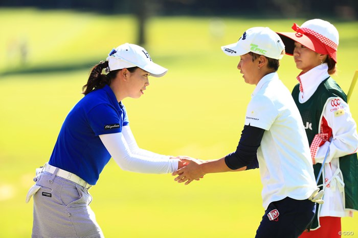 お疲れ握手 2018年 日本女子オープンゴルフ選手権競技 2日目 後藤未有