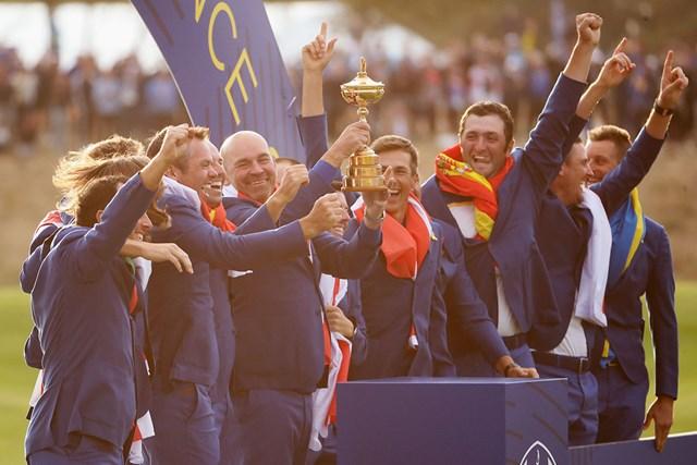 2018年 ライダーカップ 最終日 欧州選抜 2大会ぶりの勝利を挙げた欧州選抜(Christian PetersenGetty Images)