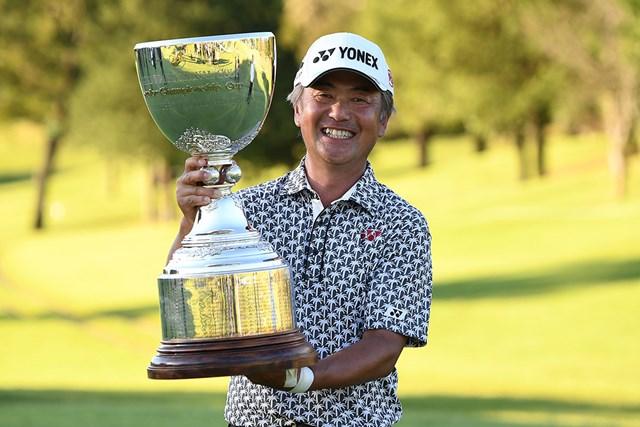 2018年 日本プロゴルフシニア選手権大会 住友商事・サミットカップ 最終日 米山剛 シニア4年目で初のメジャータイトルを獲得した米山剛 ※写真提供:日本プロゴルフ協会