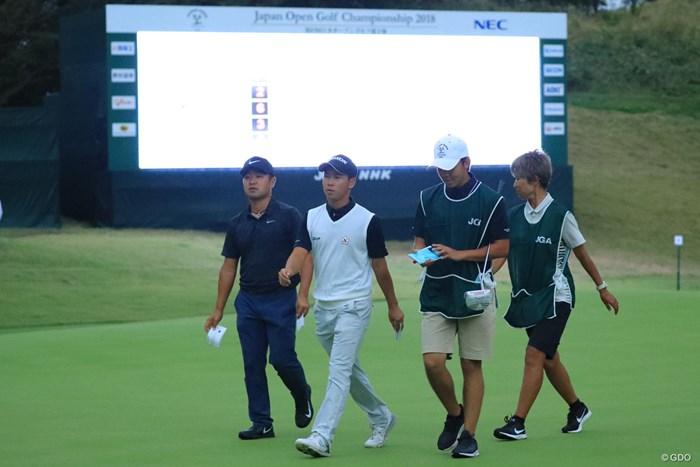 最後はスコアボードのLED頼り。 2018年 日本オープンゴルフ選手権競技 2日目 桂川有人