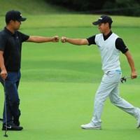 17番バーディで、ゲンちゃんともグータッチ! 2018年 日本オープンゴルフ選手権競技 2日目 桂川有人