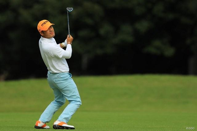 2018年 ブリヂストンオープンゴルフトーナメント 初日 チェ・ホソン ロックンロールな虎さん。もしかしてマイクスタンドとか持ったら似合いそう。