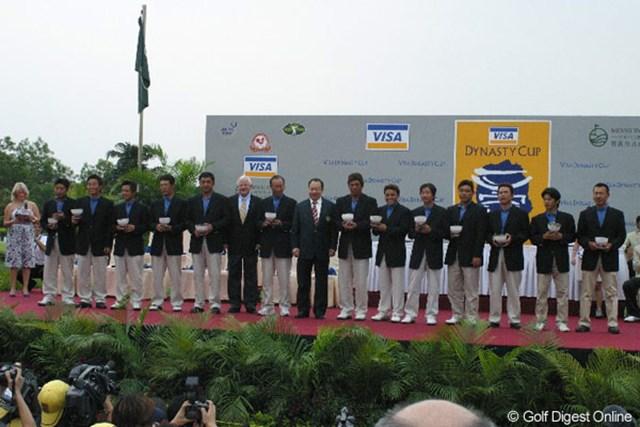 2大会連続で大敗を喫してしまった日本チーム。表彰式にて