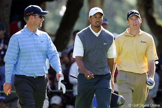 2005年 ダンロップフェニックストーナメント 3日目 D.デュバル T.ウッズ J.フューリック 久々に3人でラウンドしたというデビッド・デュバル(左)、タイガー・ウッズ(中)、ジム・フューリック(右)の最終組