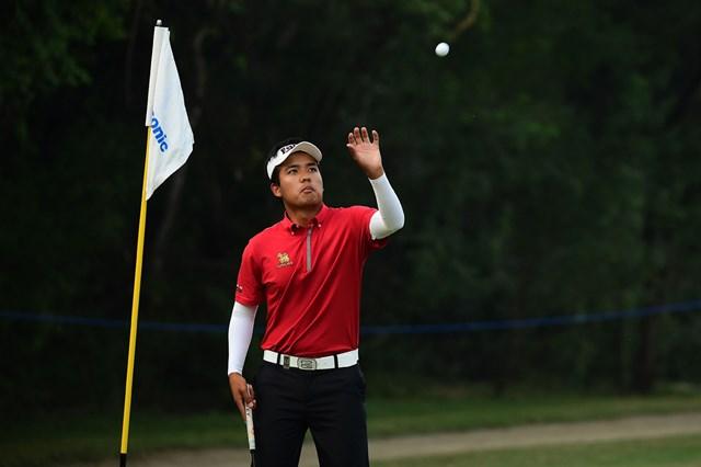 ツアー初優勝を目指し、自身初の首位に立った19歳のスラジット・ヨンチャロエンチャイ (Arep Kulal/Asian Tour/Getty Images)