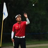 ツアー初優勝を目指し、自身初の首位に立った19歳のスラジット・ヨンチャロエンチャイ (Arep Kulal/Asian Tour/Getty Images) 2018年 パナソニックオープン インディア 初日 スラジット・ヨンチャロエンチャイ
