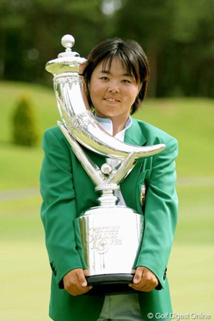 2005年 We Love KOBEサントリーレディスオープンゴルフトーナメント 最終日 不動裕理 最終日に「65」の猛チャージ!大会レコードタイ記録となる通算16アンダーで優勝した不動裕理