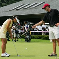 練習グリーンでパッティングの調整を行うグレース朴 2005年 クリスタルガイザーレディスゴルフトーナメント 事前 グレース朴