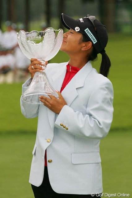 今季3勝目!表純子を抜き、宮里藍が賞金ランキングトップに踊り出た