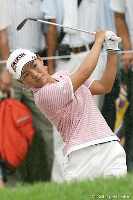 2005年 日本女子プロゴルフ選手権大会コニカミノルタ杯 最終日 横峯さくら ショットを曲げながらも粘りのゴルフで3位タイに入った横峯さくら