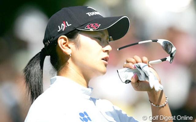 2005年 日本女子オープンゴルフ選手権競技 3日目 宮里藍 この日のラウンドは目標をイーブンパーに変更した宮里。無理に攻めることもなく安定したラウンドだった