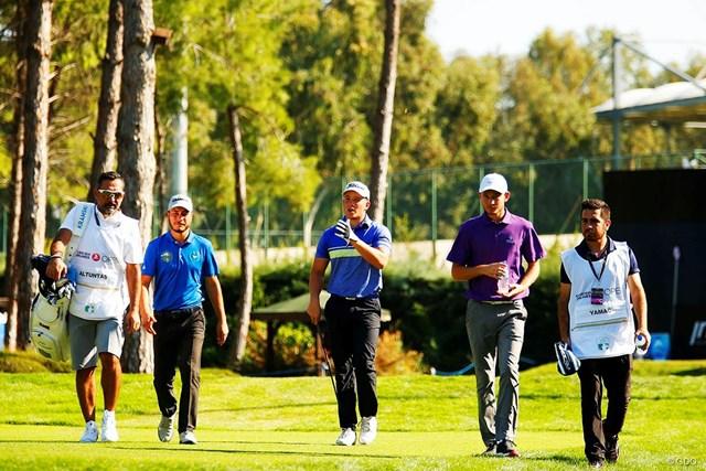 地元トルコの3選手。屈強なキャディを従えるオルタンタス(左から2人目)だけがプロゴルファー