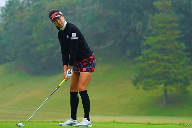 2018年 伊藤園レディスゴルフトーナメント 初日 木戸愛 どうしても全身で押さえたくなる。