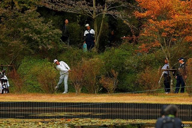 納得のいかないショットに、いら立ちの表情を見せた松山英樹