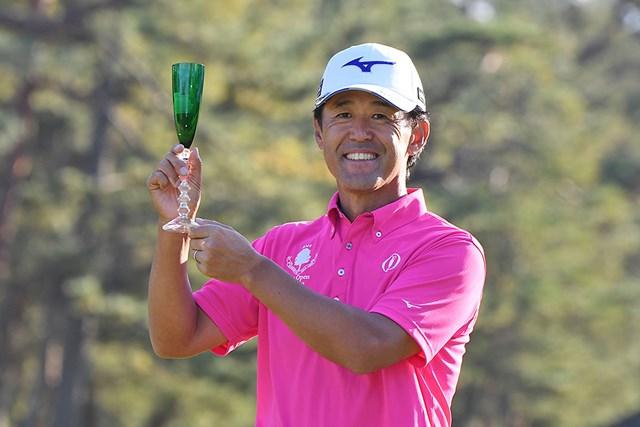 2018年 エリートグリップ シニアオープンゴルフ 最終日 鈴木亨 今季2勝目を飾った鈴木亨 ※画像提供:日本プロゴルフ協会