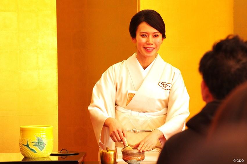 伊藤園CMキャラクターを務める中谷美紀さんが抹茶を振る舞う「お呈茶で ...
