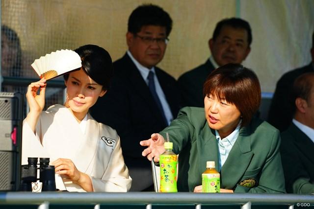 この日差しの中、女子ゴルファーの皆さんって大変ですのね。
