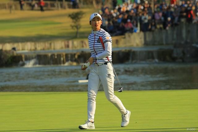 2018年 伊藤園レディスゴルフトーナメント 最終日 松田鈴英 ホールアウト、スコアボードを見つめる。何が足りなかったのだろう。