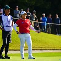 4年ぶり4度目の賞金女王を目指すアン・ソンジュ(右) 2018年 伊藤園レディスゴルフトーナメント 最終日 アン・ソンジュ