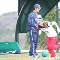 今年は開幕ダッシュを狙っているという桃子の今年初ダッシュ! 2010年 江連忠ゴルフアカデミー始動 上田桃子