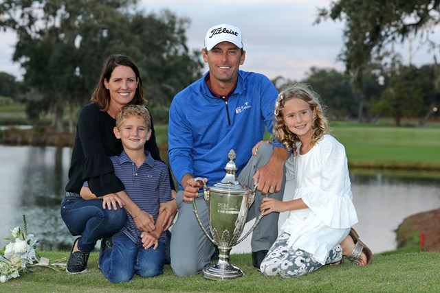 11年ぶりに優勝を飾ったC.ハウエルIII。家族と喜びを分かち合った(Streeter Lecka/Getty Images)