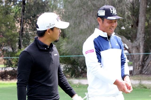 小平智(左)と谷原秀人のペアは13位で初日を終えた(提供:大会広報)