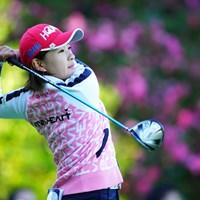 背景の花に、ウェアをコーディネイトした? 2018年 LPGAツアー選手権リコーカップ 2日目 永井花奈