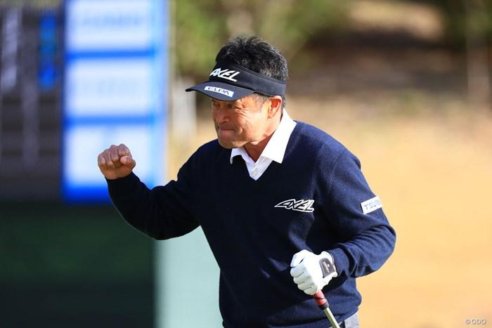 派手なガッツポーズで予選通過、これぞプロ 2018年 カシオワールドオープンゴルフトーナメント 2日目 横田真一