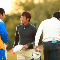 いい笑顔でのフィニッシュ 2018年 カシオワールドオープンゴルフトーナメント 2日目 浅地洋佑