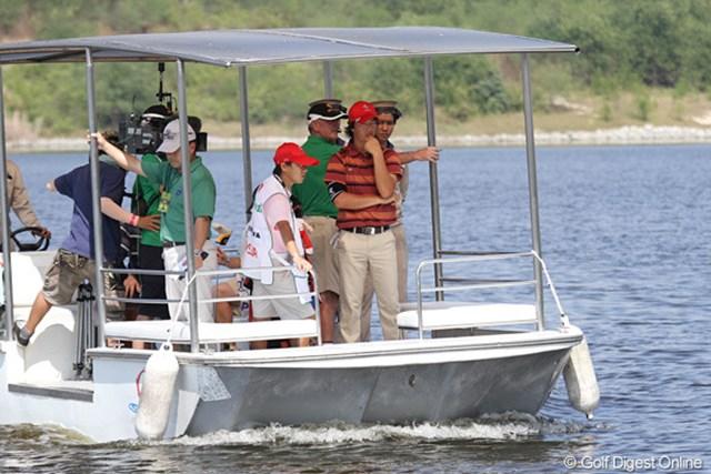 池ポチャした石川にとっては、8番グリーンまでは傷心の船旅か