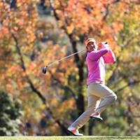 ナイスバッティング! いや、ナイスショット…チェ・ホソンのスイングはフォロースルーが独特 2018年 カシオワールドオープンゴルフトーナメント 3日目 チェ・ホソン