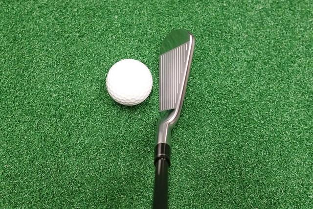 新製品レポート 本間ゴルフ TW747 Vx アイアン フトコロ感がありつつ被って見えず、構えやすい。トップブレードは薄めでシャープな印象