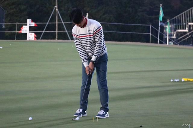 石川遼はプロアマ戦をプレー後、暗闇の中パターの練習をした