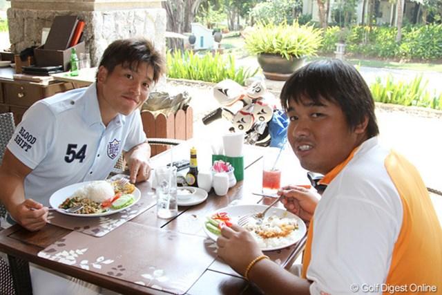 清田太一郎は、アルテミオ村上とランチ中。さすがアジアのベテランです。
