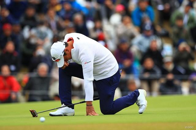 2018年 ゴルフ日本シリーズJTカップ 最終日 堀川未来夢 初優勝を逃した堀川未来夢。最終18番のパーパットを外して片ひざを落とした