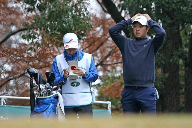 ファイナルQTを59位で終えた薗田峻輔(右)。来季前半は下部ツアーが主戦場になる