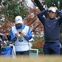 ファイナルQTを59位で終えた薗田峻輔(右)。来季前半は下部ツアーが主戦場になる 2018年 ファイナルQT 最終日 薗田峻輔