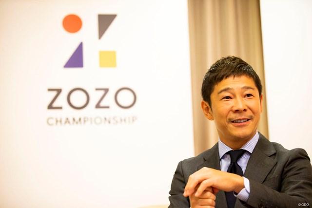 熱心なゴルファーでもある前澤社長。実はレフティだ