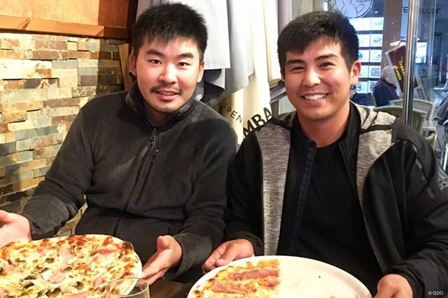 モーリシャスで優勝したカート・キタヤマ選手と。スペインでの予選会を終えた後、ピザ屋でバッタリ会っていました!