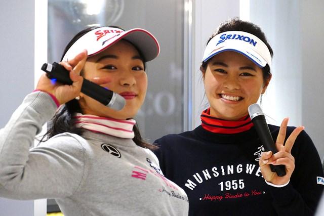 三浦桃香(左)と新垣比菜は2人で初のトークショーを行った
