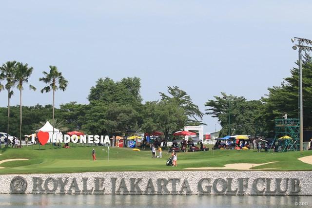 熱帯インドネシアの気候は、今平の繊細な感覚にも影響した
