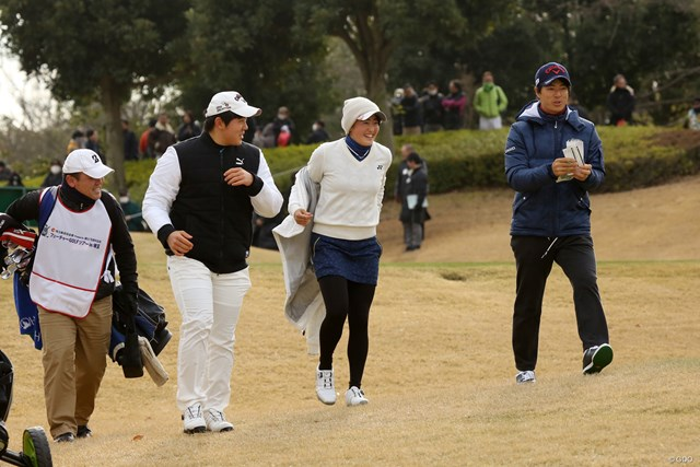 石川遼(右)はアマチュアの岩井千怜、篠崎勇真と一緒にプレーした