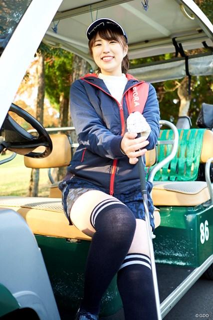 ゴルフ歴1カ月。まだ一度もコースに出たことはないという小野薫さん