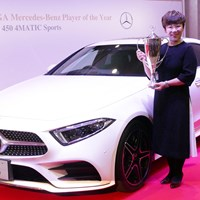 「車が大好き」という申ジエは、プレーヤー・オブ・ザ・イヤーの副賞に大喜び 申ジエ