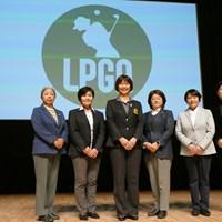 5期目に突入する小林浩美会長(左から3人目)らLPGA理事の面々 LPGAの理事たち